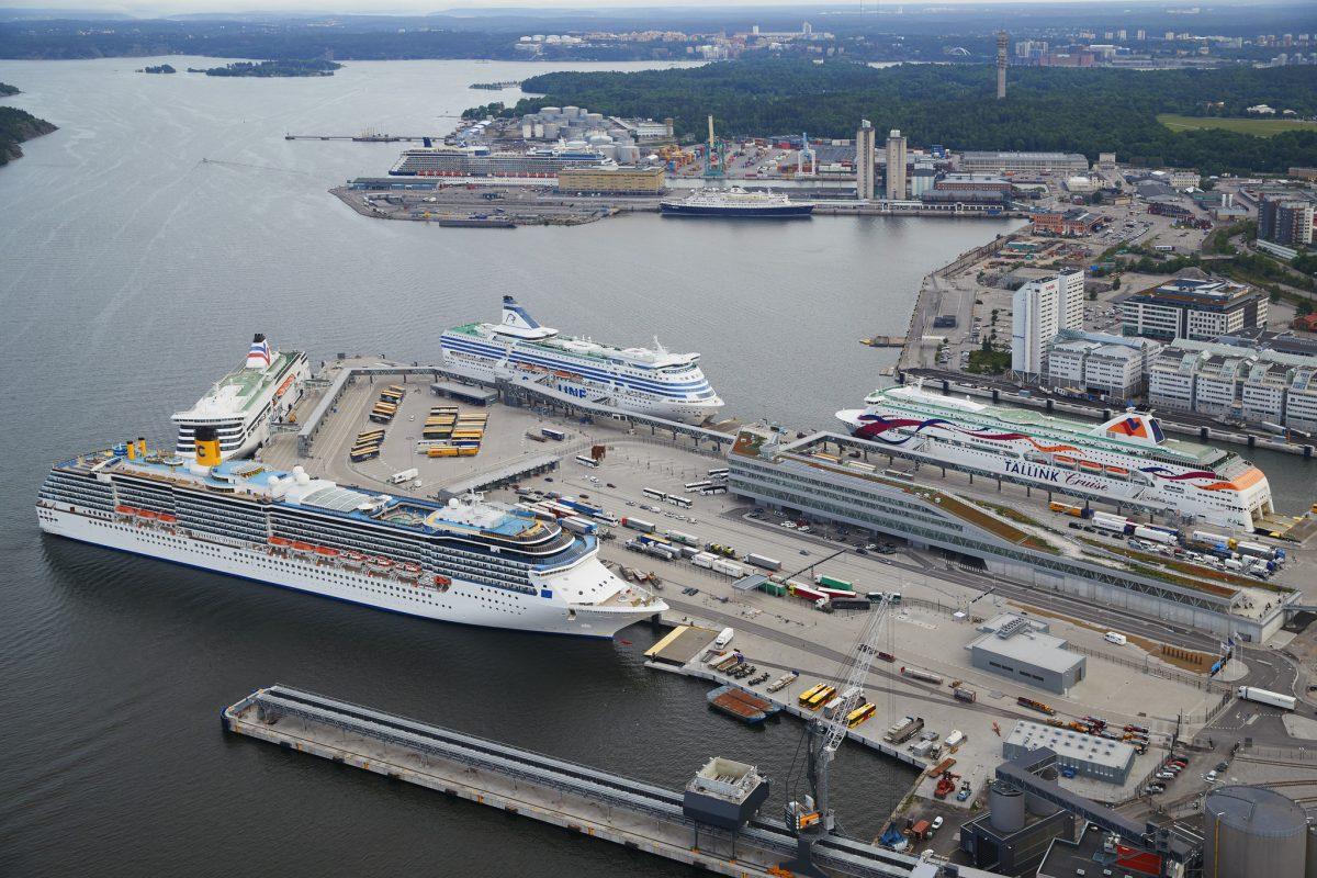 Puertos de Värtahamnen y Frihamnen al noreste de Estocolmo <br> Foto: Ports of Stockholm