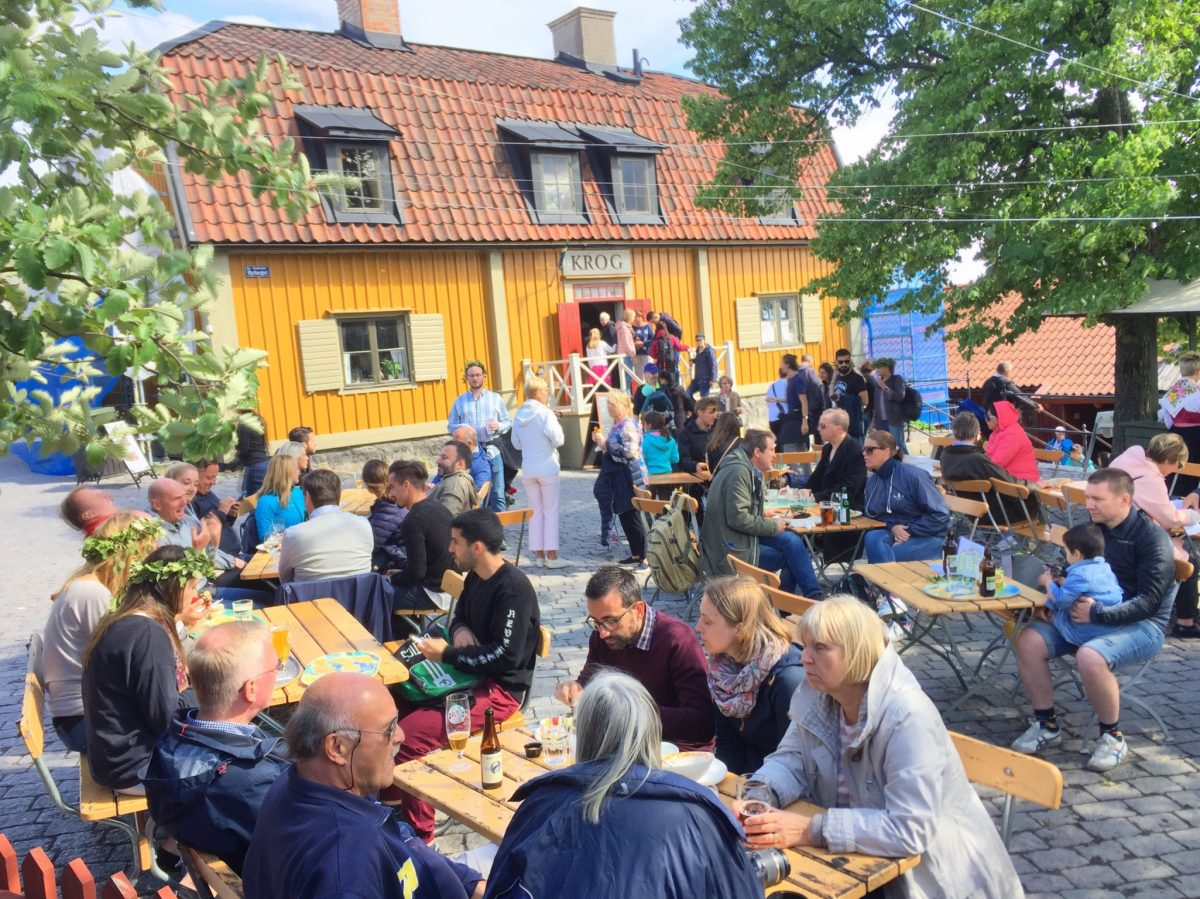 People having a coffee break in Skansen, Stockholm <br /> Photo: Israel Úbeda / sweetsweden.com