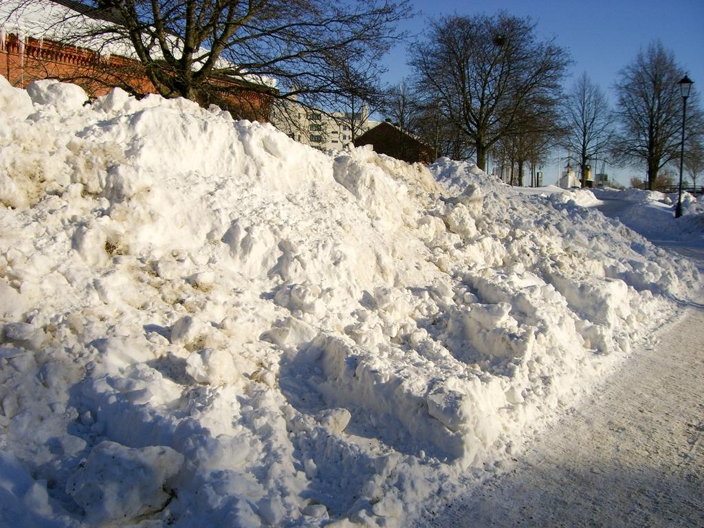 Fotografiando montones de nieve en Västerås, Suecia, foto: Israel Úbeda/sweetsweden.com