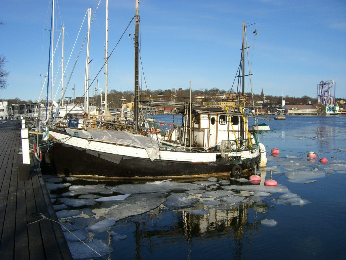 Barcos atracados en el Mälaren en Estocolmo <br> Foto: Israel Úbeda / sweetsweden.com