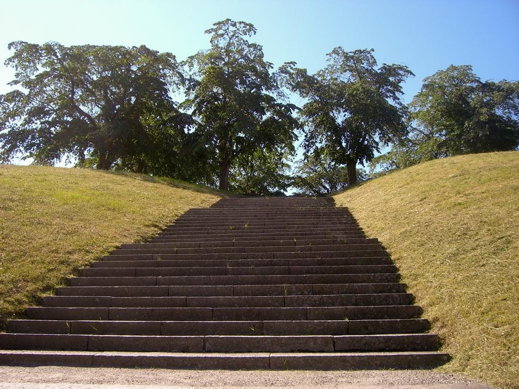Escaleras de acceso a la Loma del Olmo - Almhöjden <br> Foto: Israel Úbeda / sweetsweden.com
