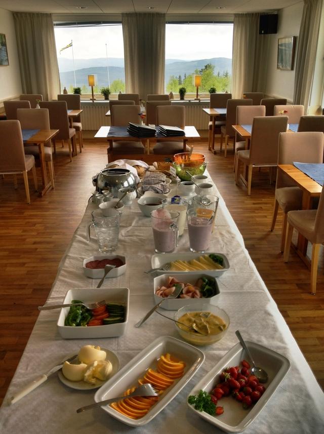 Desayuno pre-trekking en el Långberget Sporthotell en Värmland, Suecia; foto, Israel Úbeda