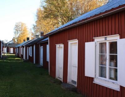 Recorriendo el pintoresco pueblo de Gammelstad en la Laponia sueca