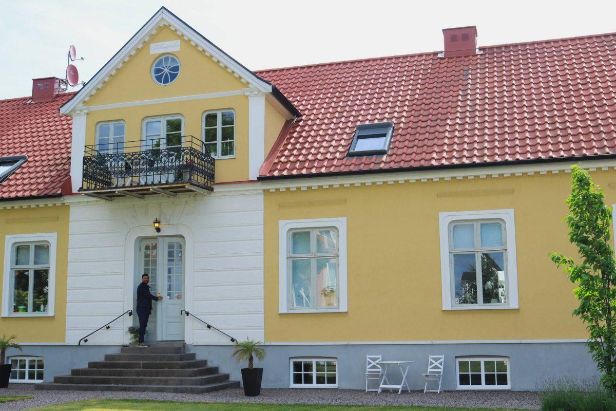 Entrando al Annas Hotell en Kristianstad <br> Foto: Israel Úbeda / sweetsweden.com