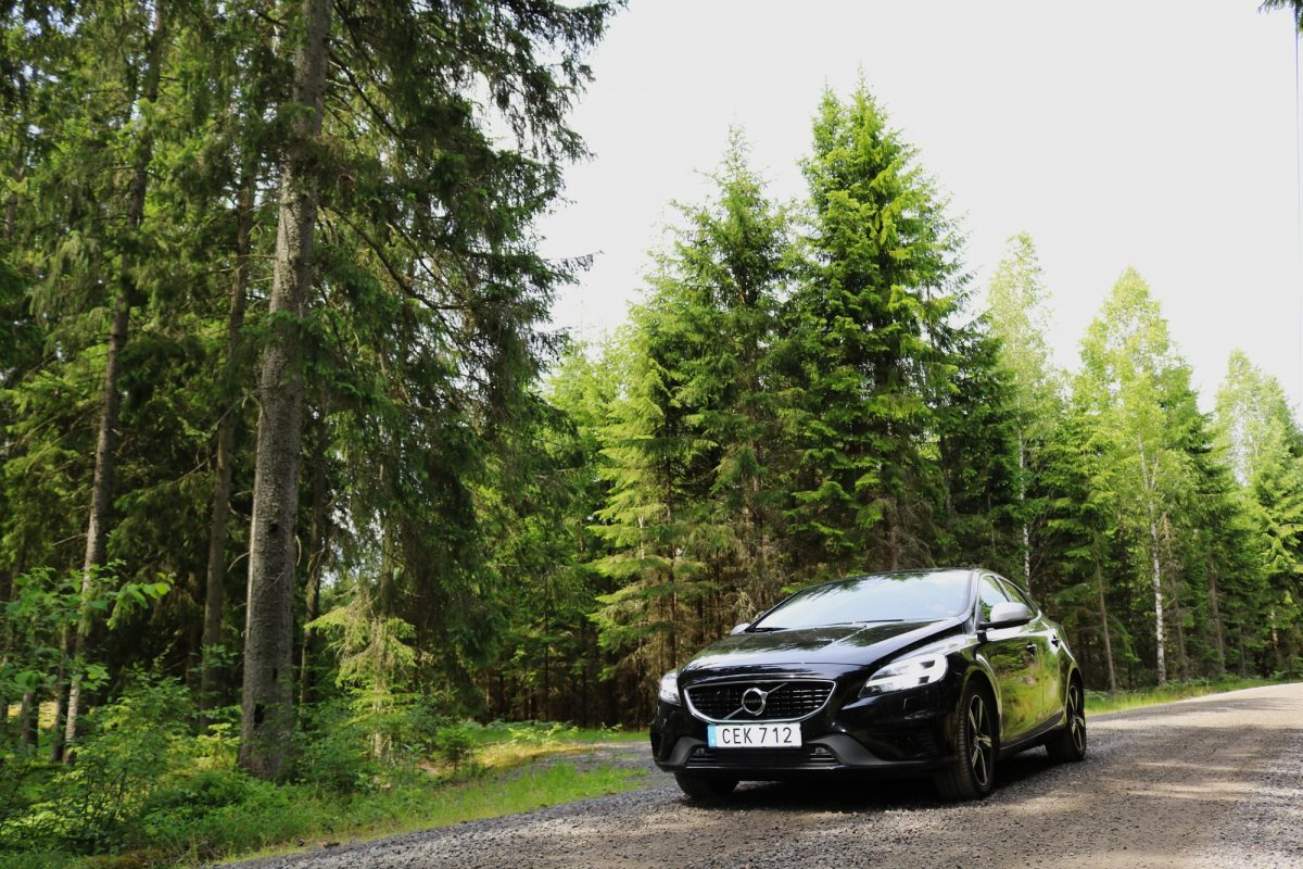 Driving our Hertz Volvo on a gravel road in Småland, Sweden <br /> Photo: Israel Úbeda / sweetsweden.com