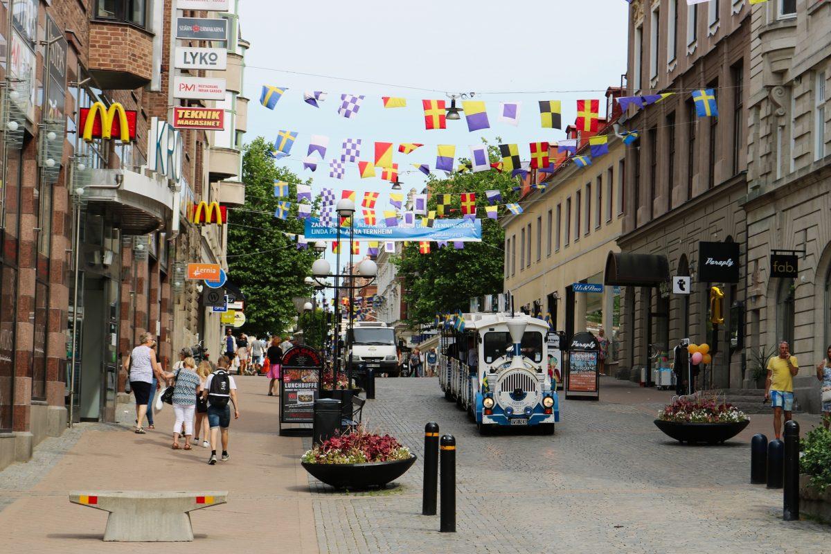 Una de las calles de compras principales de Karlskrona, Suecia <br> Foto: Israel Úbeda / sweetsweden.com