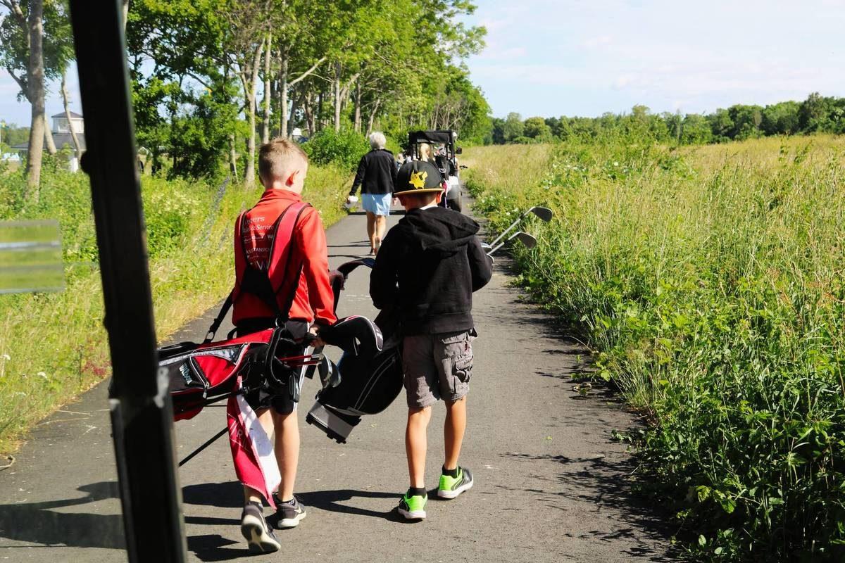 Niños suecos jugando a golf <br> Foto: Israel Úbeda / sweetsweden.com