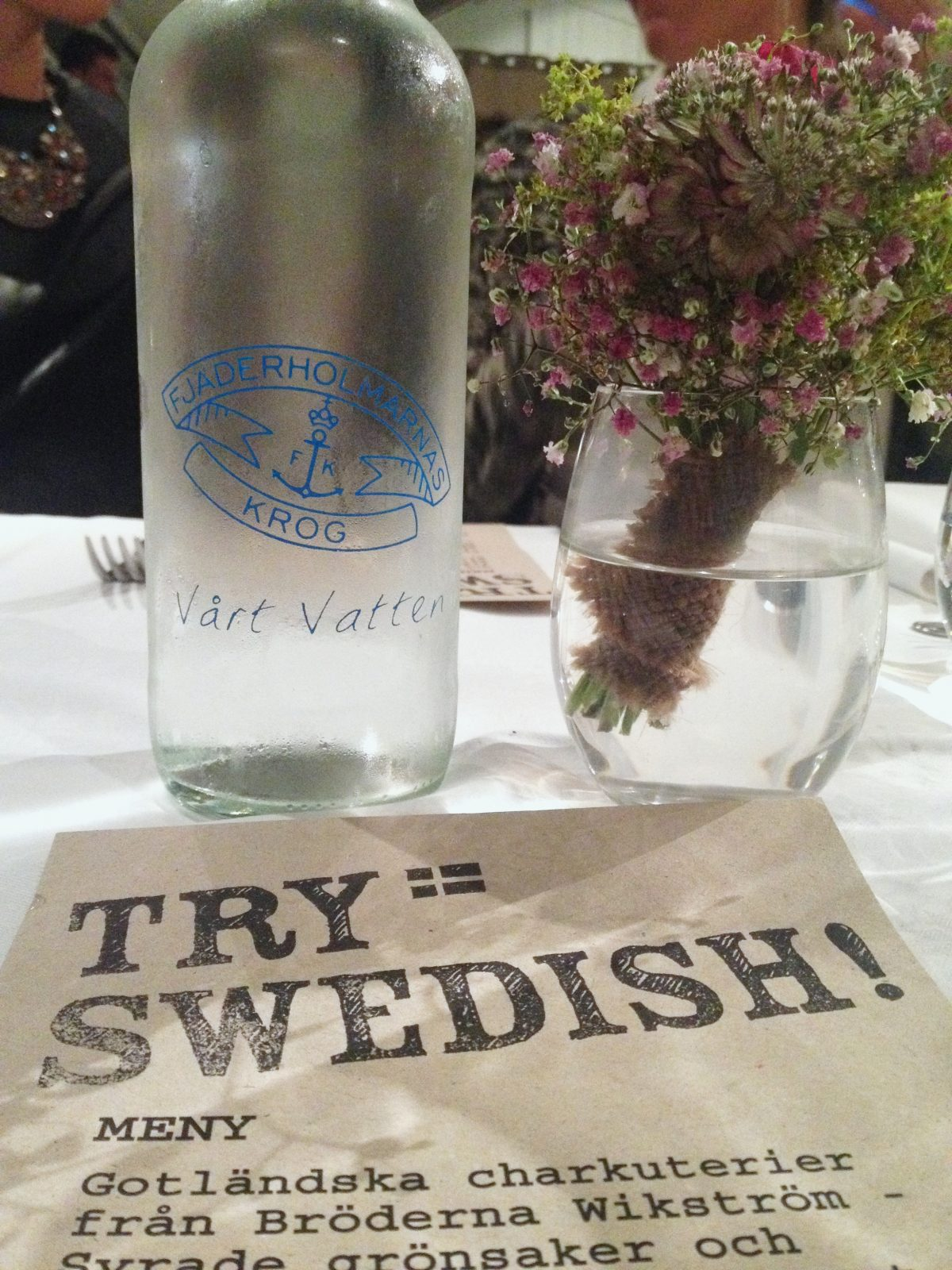 Cenando en Fjäderholmarnas krog <br> Foto: Israel Úbeda / sweetsweden.com