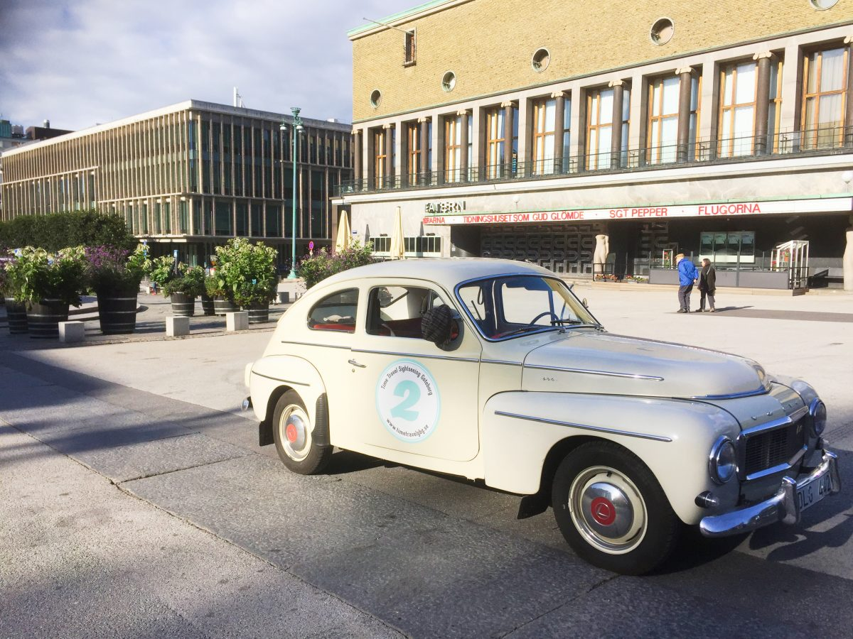 Time Travel Sightseeing conduce un Volvo antiguo en Gotemburgo <br> Foto: Israel Úbeda / sweetsweden.com