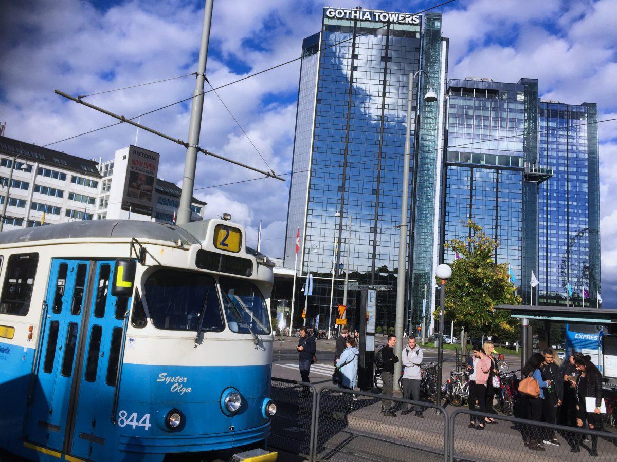 Tranvía de Gotemburgo frente al hotel Gothia Towers <br>Foto: Israel Ubeda / sweetsweden.com