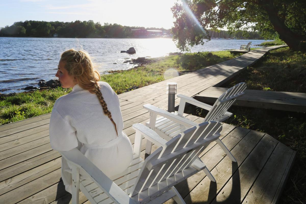 Disfrutando el sol de media tarde en Västervik <br> Foto: Israel Úbeda / sweetsweden.com