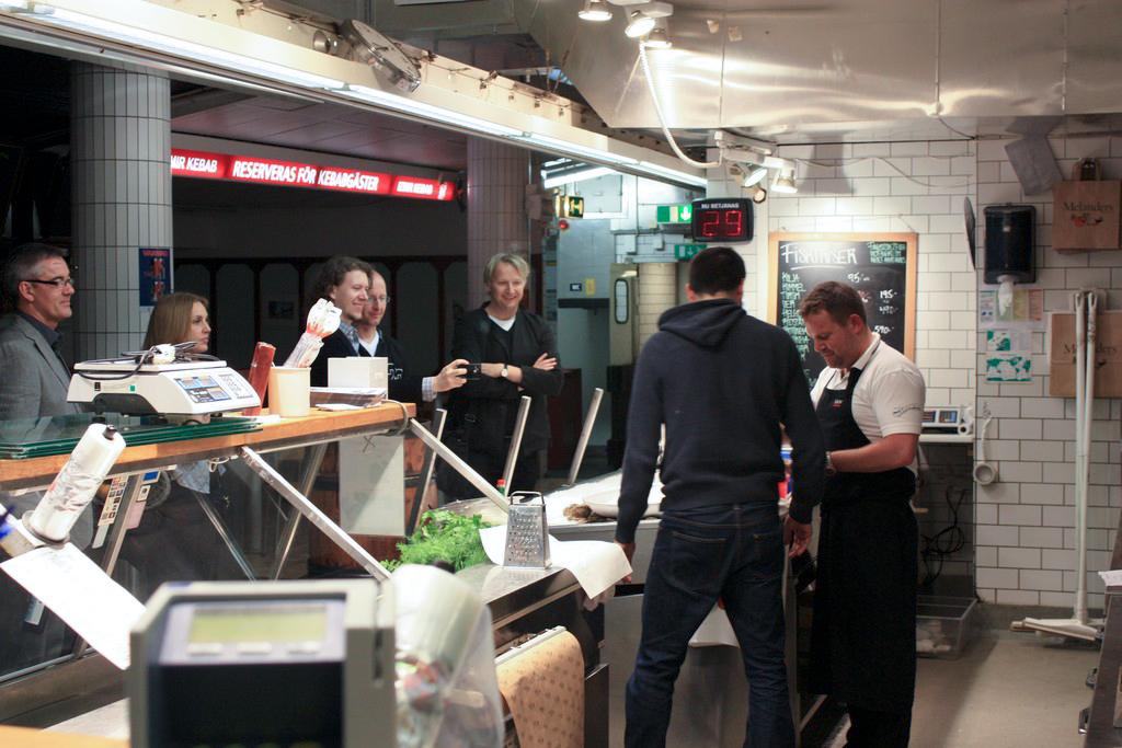 El director de VisitSweden, y otros compañeros siguen atentos mis evoluciones <br> Foto: Israel Úbeda / sweetsweden.com