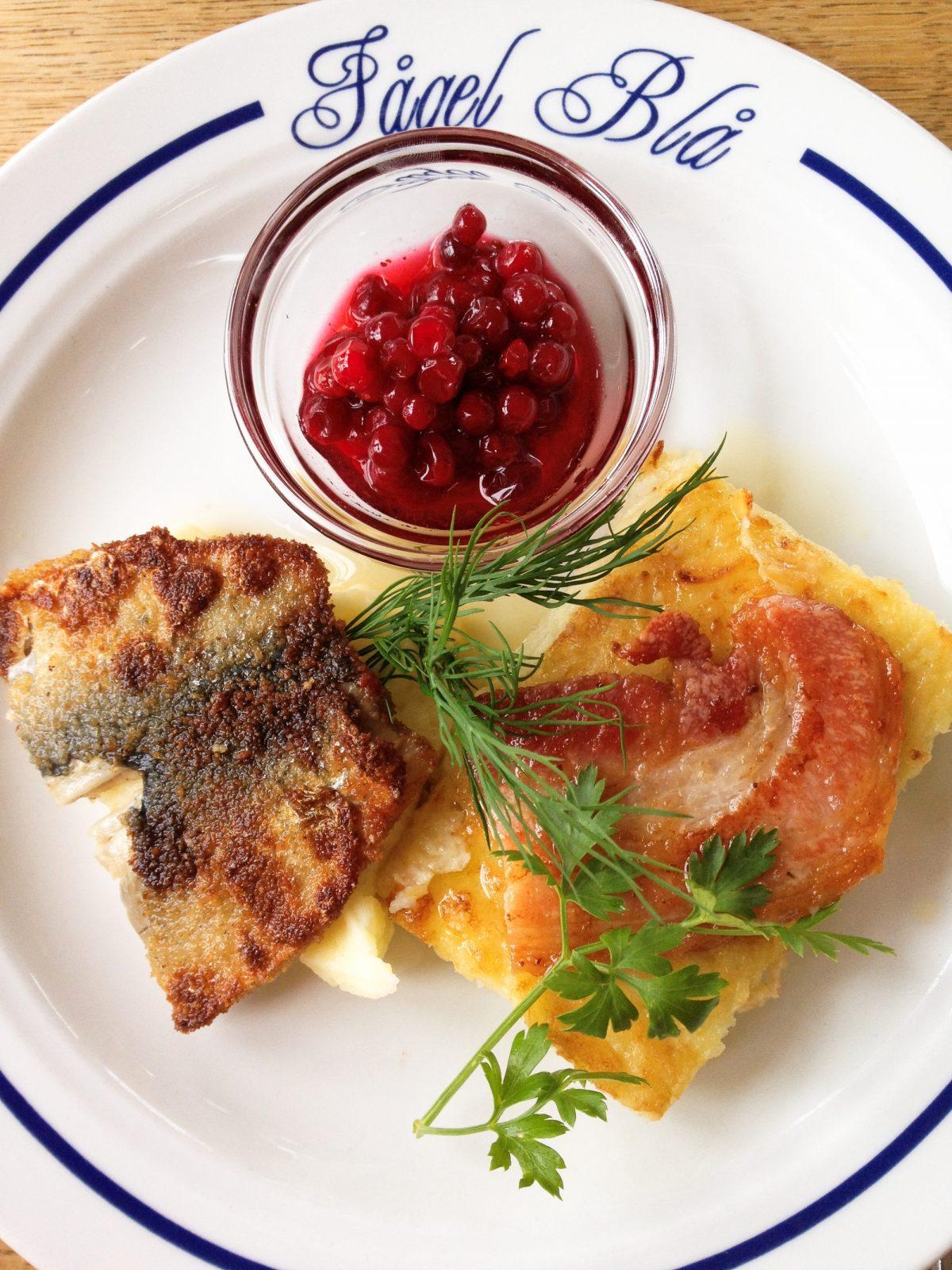 Comida sueca en el restaurante Fågel Blå, Öland