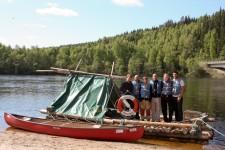 En el río Klara en Värmland, Suecia, a punto de iniciar nuestro trayecto en la barca de madera