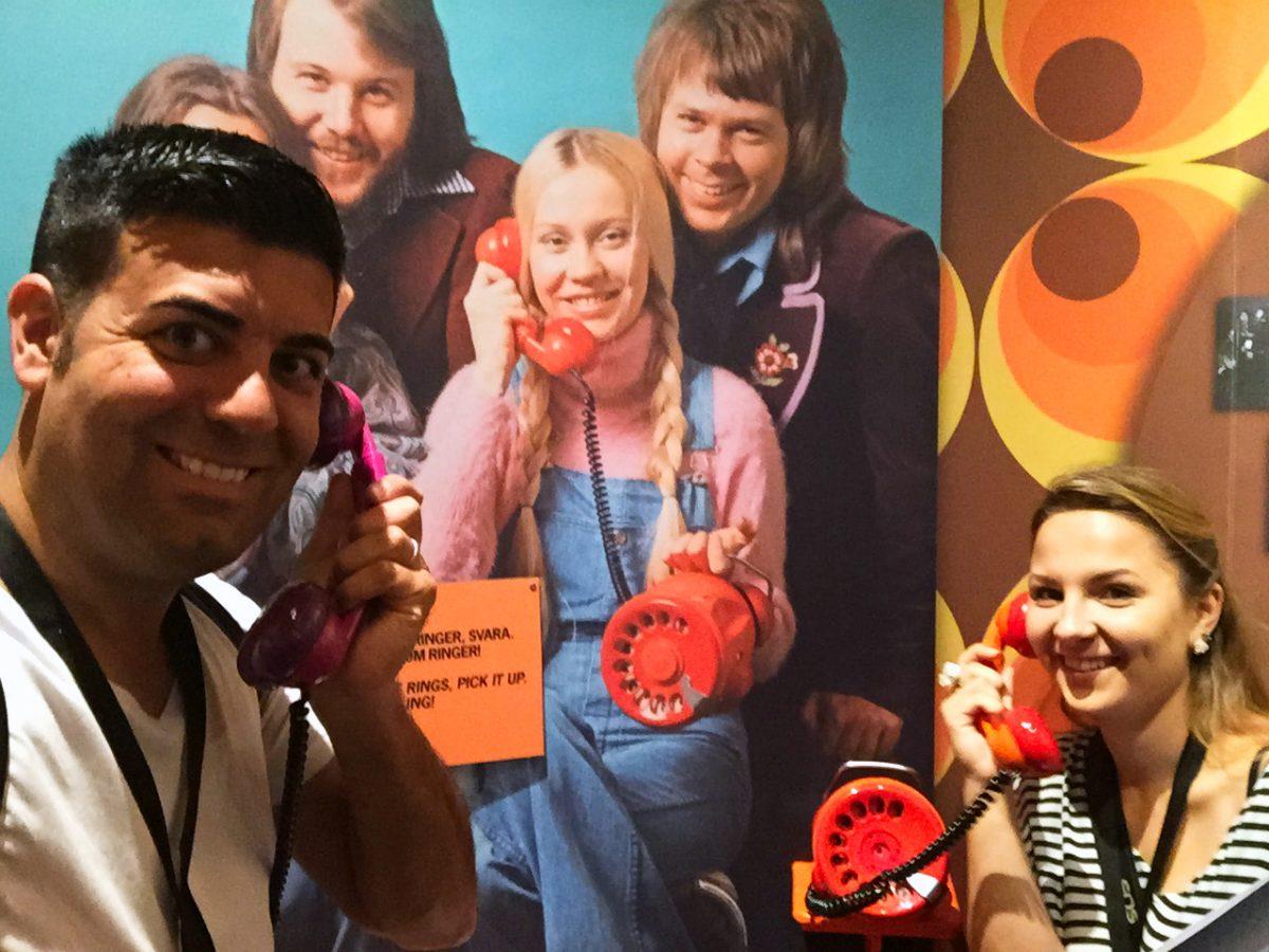Selfie en el teléfono rojo del Museo ABBA <br> Foto: Israel Ubeda / sweetsweden.com