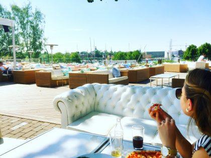 Con mi mujer comiendo en Josefina, Estocolmo Foto: Israel Ubeda / sweetsweden.com
