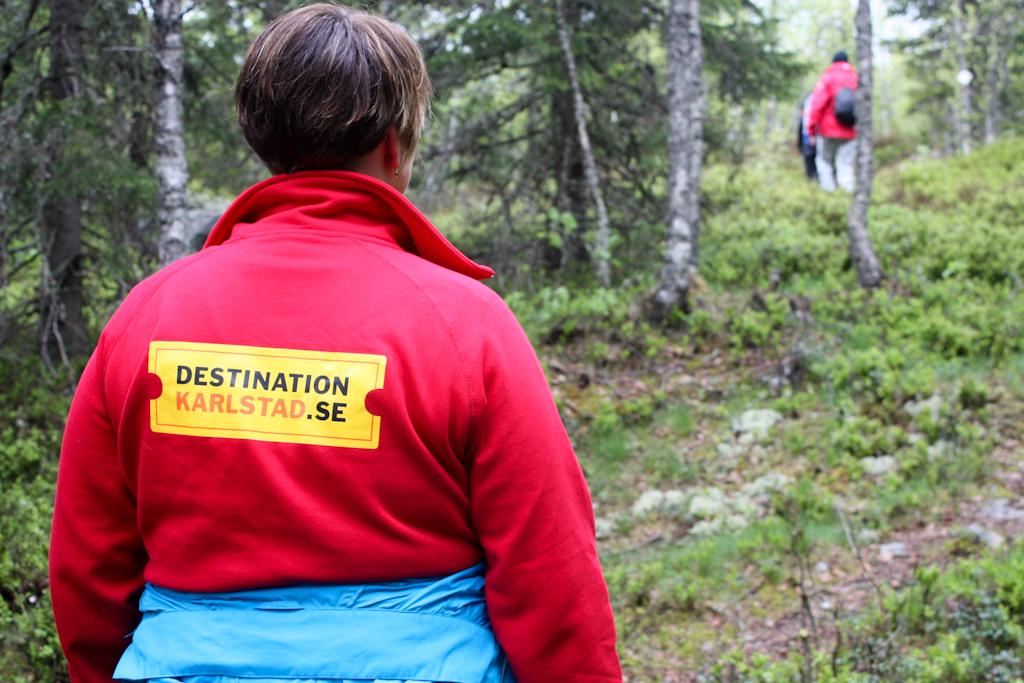 Maria de Destination Karlstad siguiendo el sendero <br> Foto: Israel Úbeda