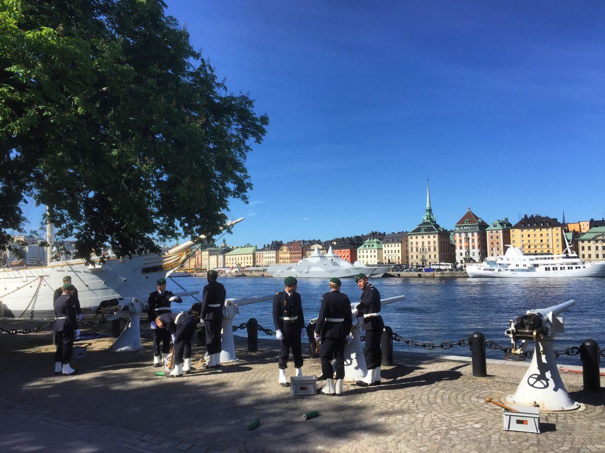 Salva de cañones del 6 de junio en Skeppsholmen, Estocolmo, Suecia <br> Foto: Israel Úbeda / sweetsweden.com