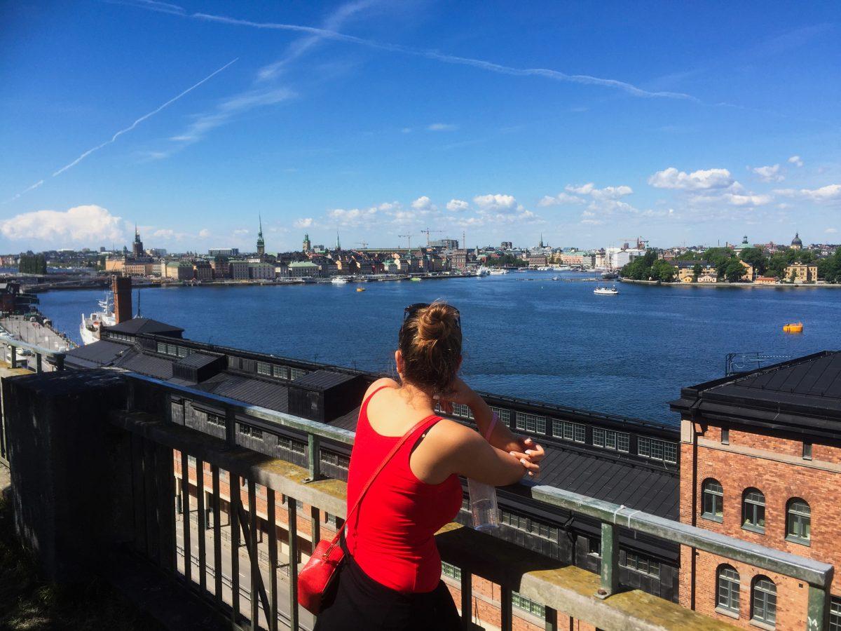Comtemplando las vistas de Estocolmo desde Fjällgatan <br> Foto: Israel Úbeda / sweetsweden.com