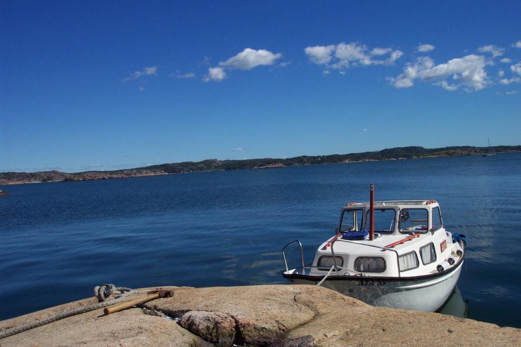 Navegando entre islotes por la costa oeste de Suecia <br> Foto: Israel Ubeda / sweetsweden.com