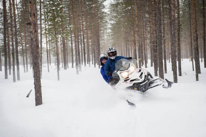 Johannes con su motonieve en Svansele - Foto: Ted Logardt / visitskellefteå.se