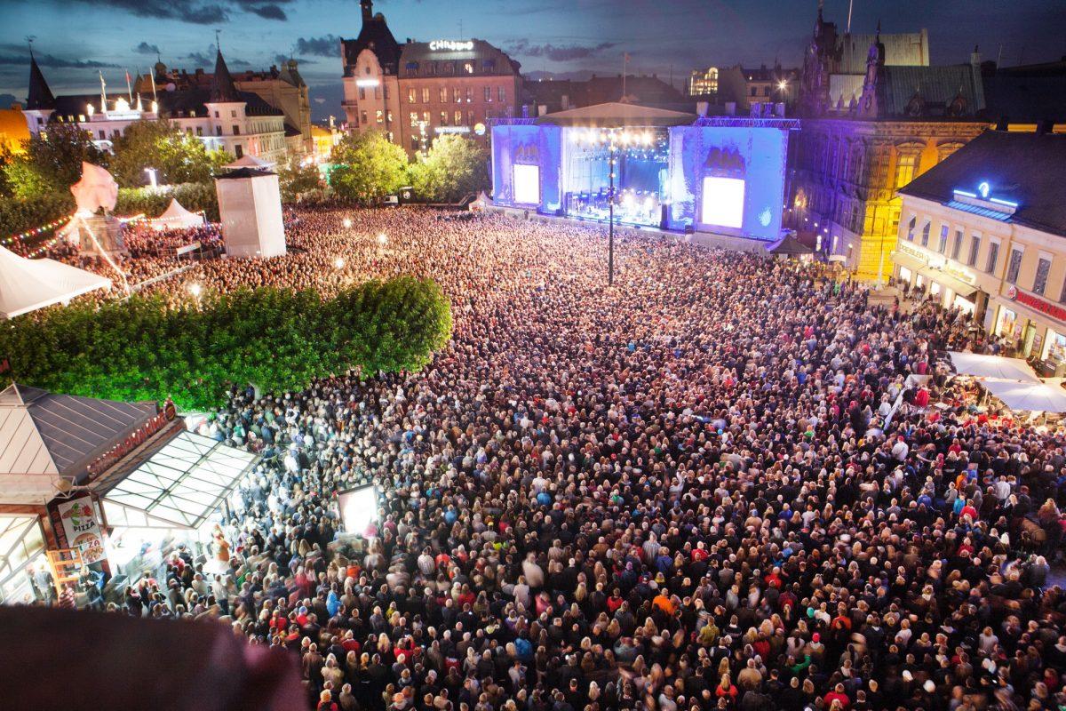La plaza Stortorget de Malmö durante el Malmöfestivalen <br> Foto: Johan Bävman