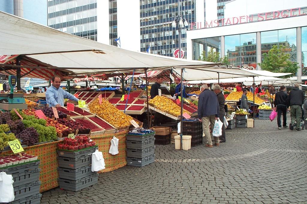 Plaza Hötorget en Estocolmo foto de 2004 <br> Foto: Israel Úbeda / sweetsweden.com