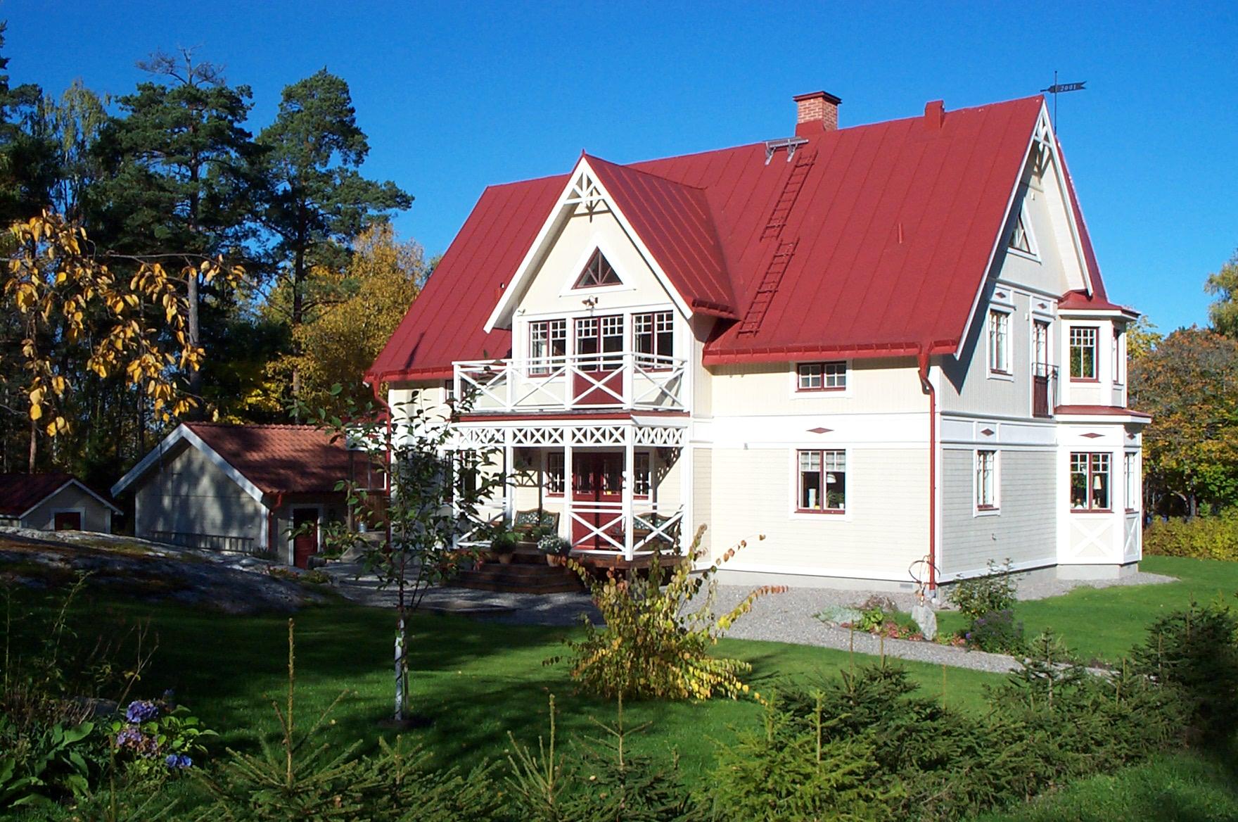 Casa de color blanco en Sala, Suecia <br> Foto: Israel Ubeda / sweetsweden.com