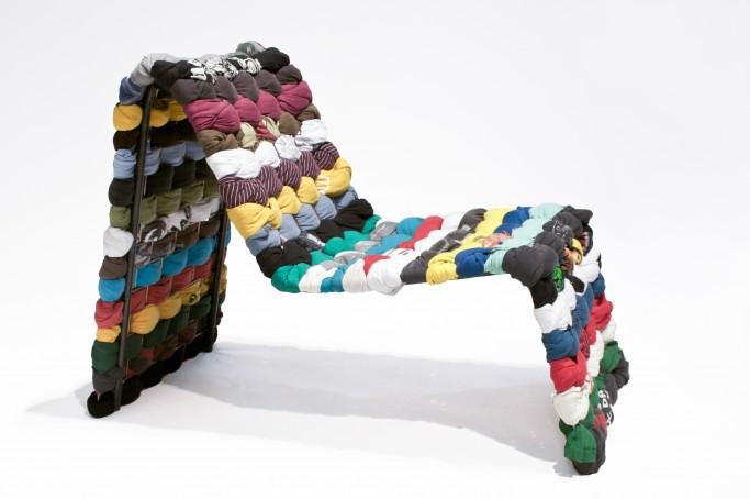 Silla hecha a base de camisetas ganadora del Green Furniture Award 2011