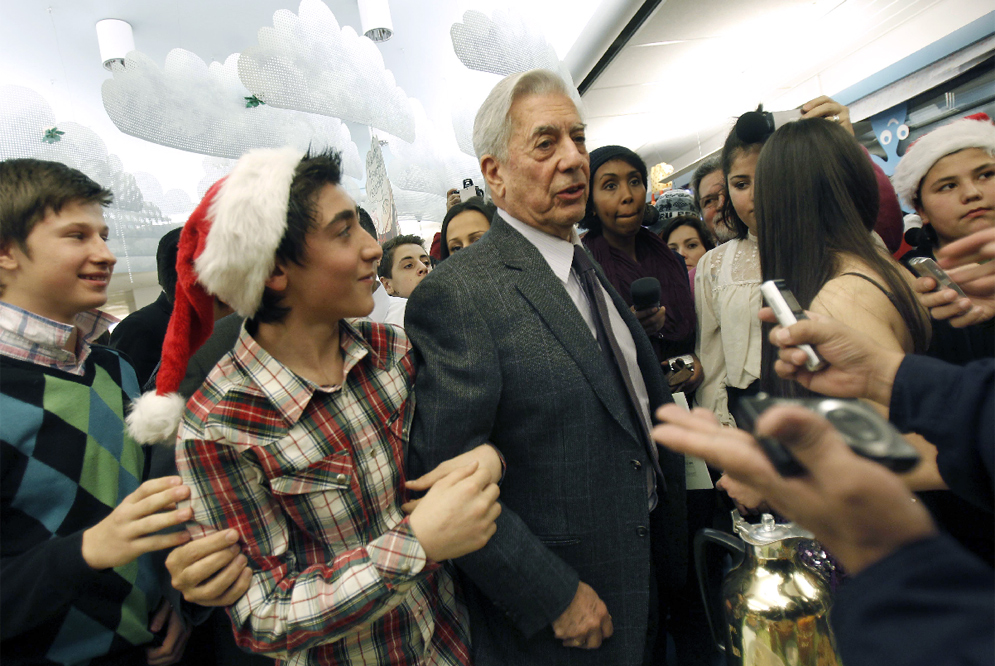 Vargas Llosa en la escuela de Rinkeby, foto: Claudio Álvarez, elpais.com