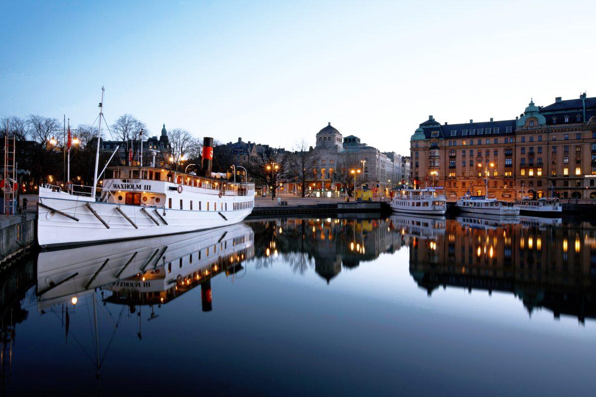 El barco Waxholm III partiendo desde Nybrokajen <br> Foto: Strömma