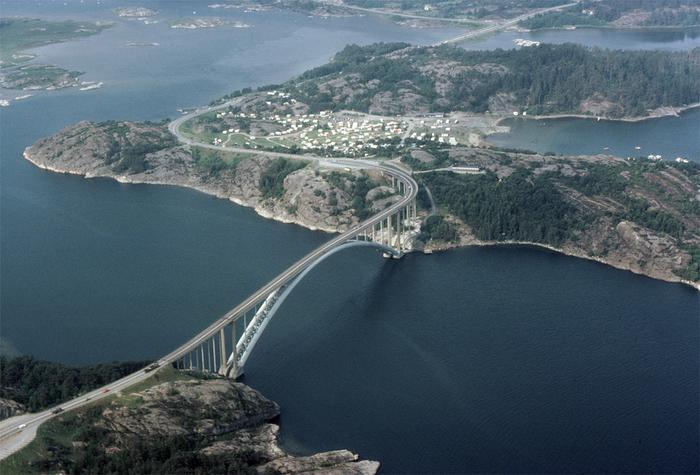 Antiguo puente de Almöbron