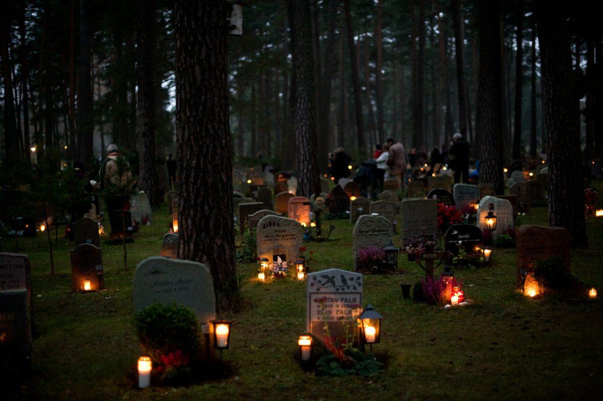 Skogskyrkogård el 1 de noviembre <br> Foto: Cecilia Larsson / imagebank.sweden.se