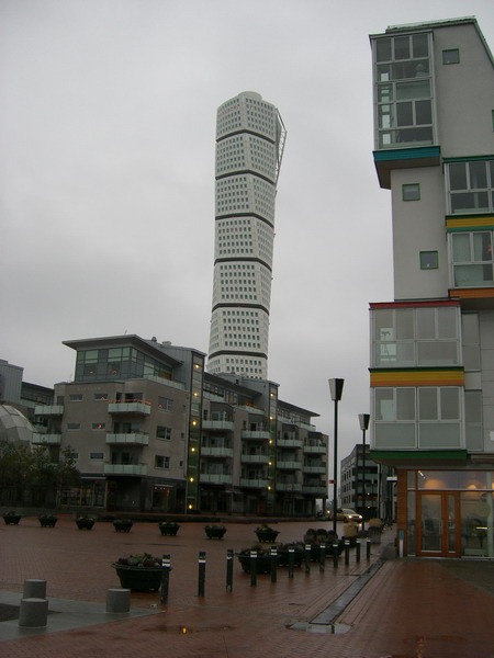 Turning Torso visto desde la Scaniaplatsen