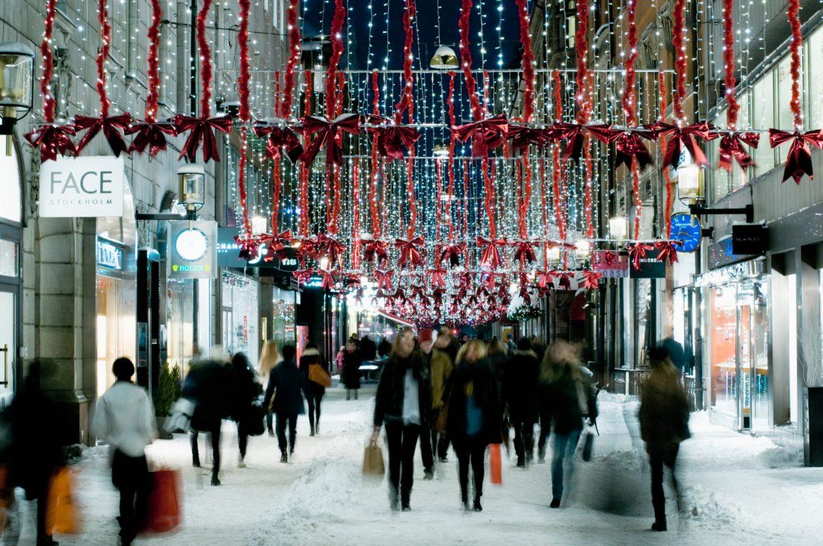 Compras en Drottninggatan Estocolmo <br> Foto: Helena Wahlman / imagebank.sweden.se