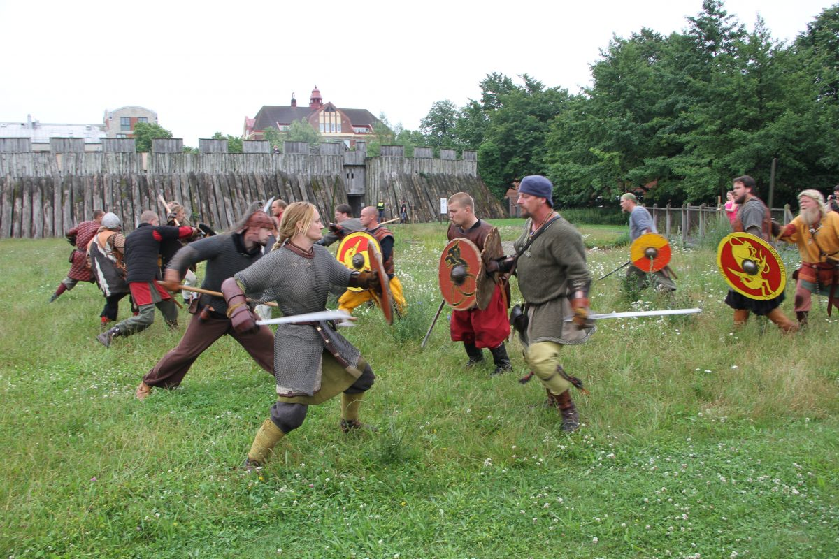 La Batalla vikinga de Trelleborg junto a la fortaleza <br> Foto: Ingrid Wall