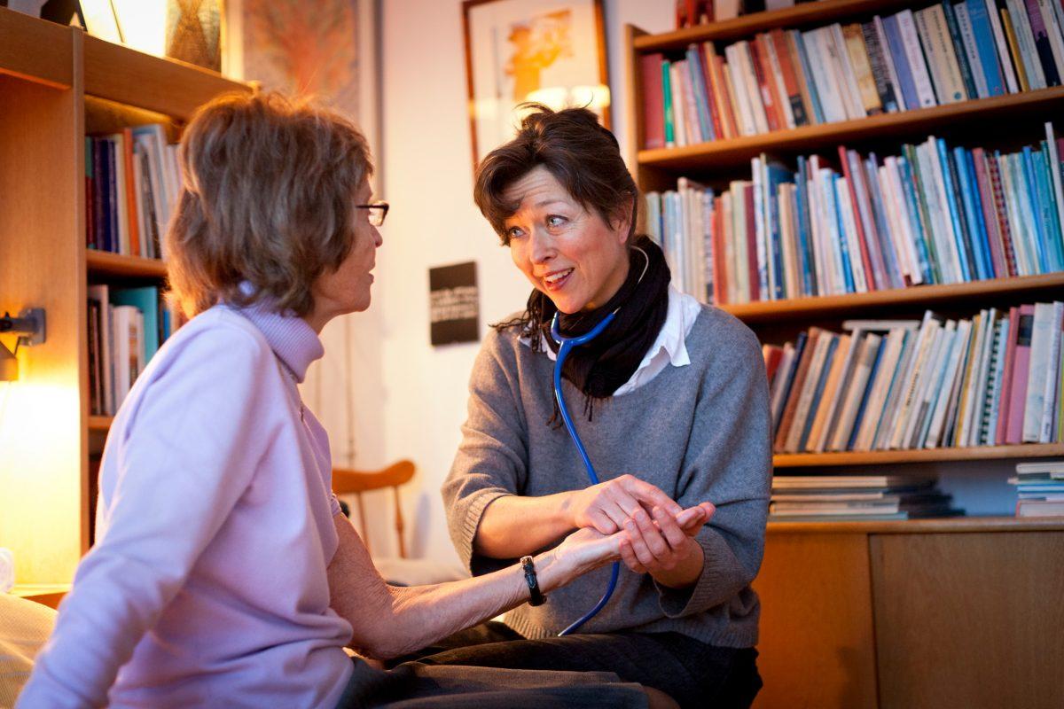 Atención médica en el hogar en Suecia <br> Foto: Kristin Lidell / imagebank.sweden.se