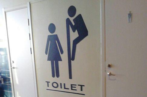 Imagen decorando los lavabos de un instituto de Luleå