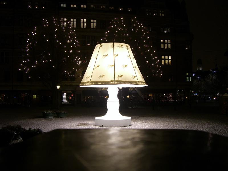 Ljuset på la lámpara gigante de Malmö <br> Foto: Israel Úbeda / sweetsweden.com