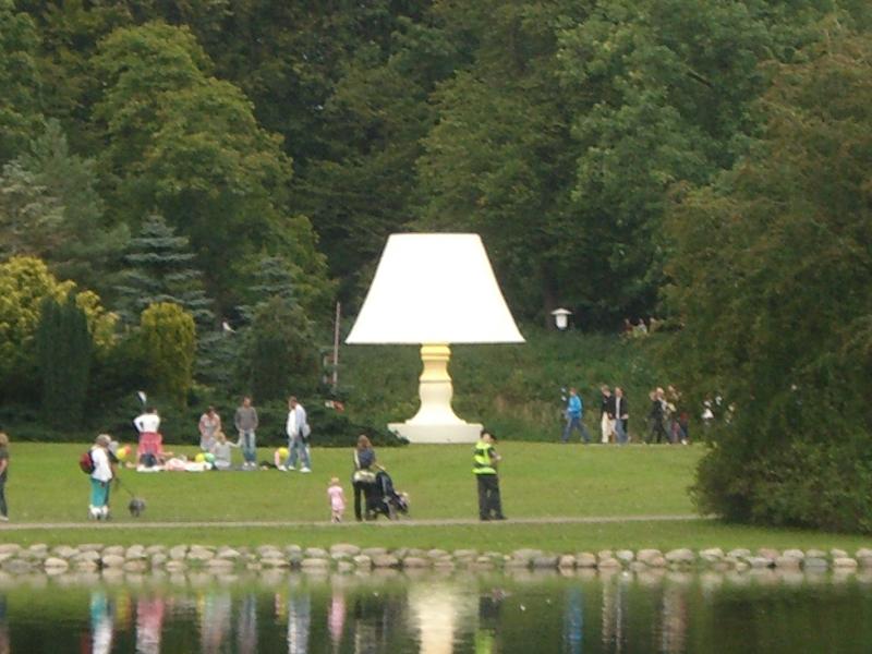 Lámpara Ljuset på en agosto de 2008 en el Slottsparken de Malmö <br> Foto: Israel Úbeda / sweetsweden.com
