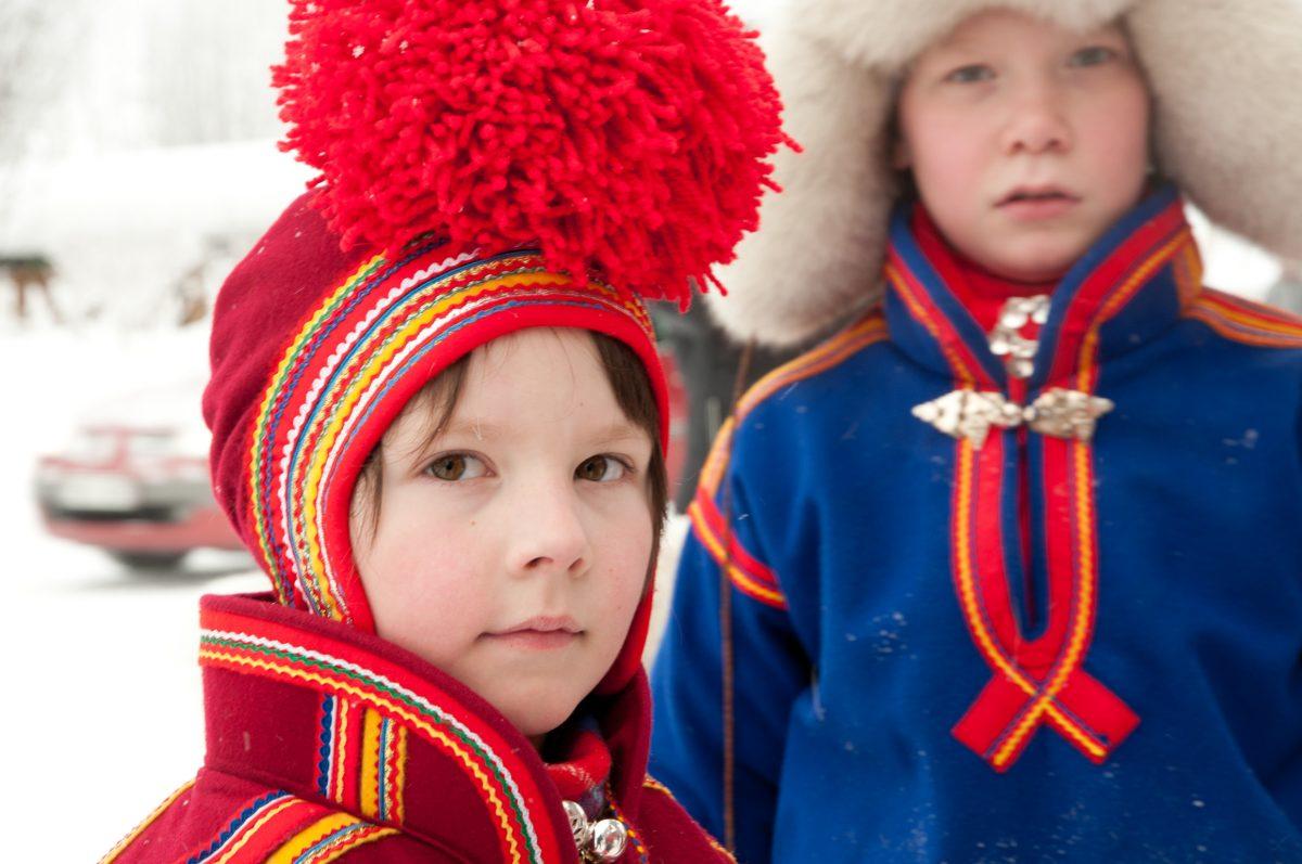 Trajes típicos de los samis <br> Foto: Lola Akinmade Åkerström / imagebank.sweden.se