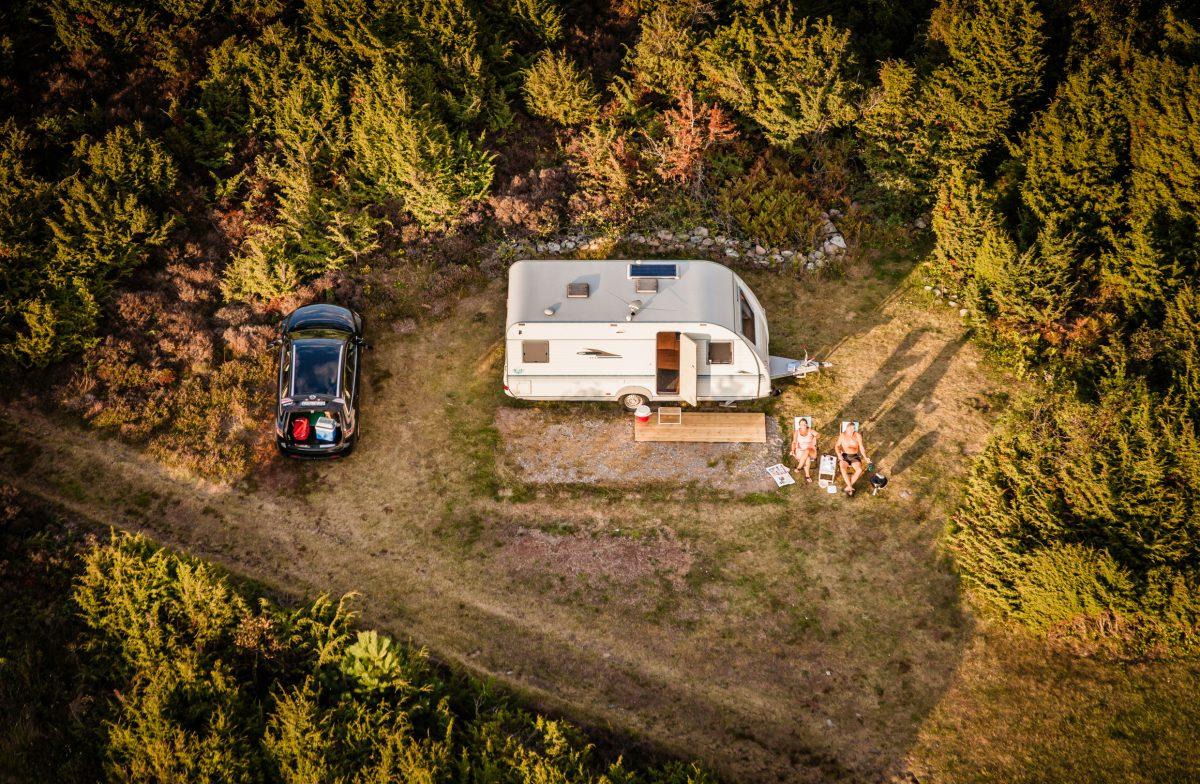Regeln für das Reisen und Übernachten mit Wohnwagen und Wohnmobil