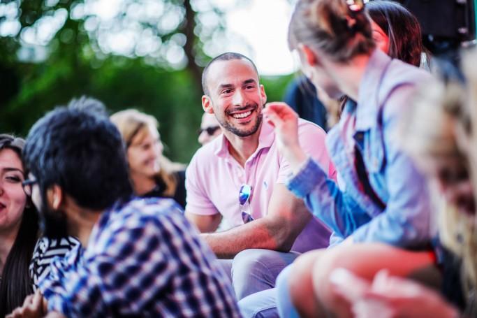 Suecos hablando, foto: Simon Paulin - imagebank.sweden.com