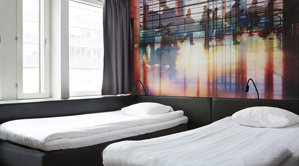 Habitación superior con dos camas en el Comfort Hotel Xpress de Estocolmo
