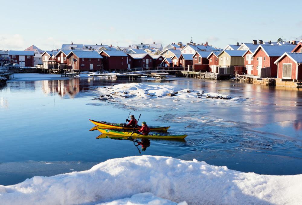 Kayak en invierno en la costa oeste de Suecia <br> Foto: Roger Borgelid